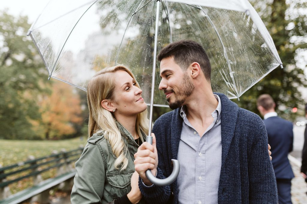 rainy central park engagement session new york engagement photographer sarah wight of darrington photography